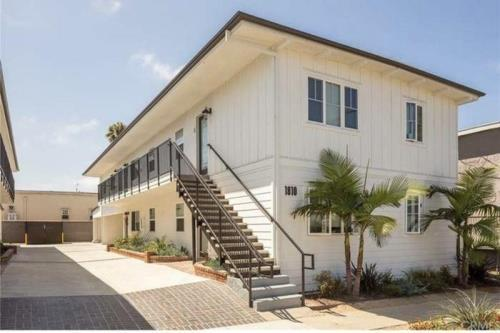 image 3 unfurnished 2 bedroom Apartment for rent in Manhattan Beach, South Bay