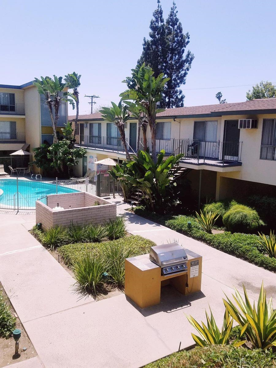 Apartment for rent in Downey, CA 90242, 2 Beds, 1 Bath